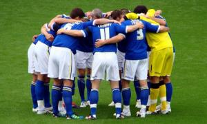 Photo of football team by Jon Candy at flickr.com